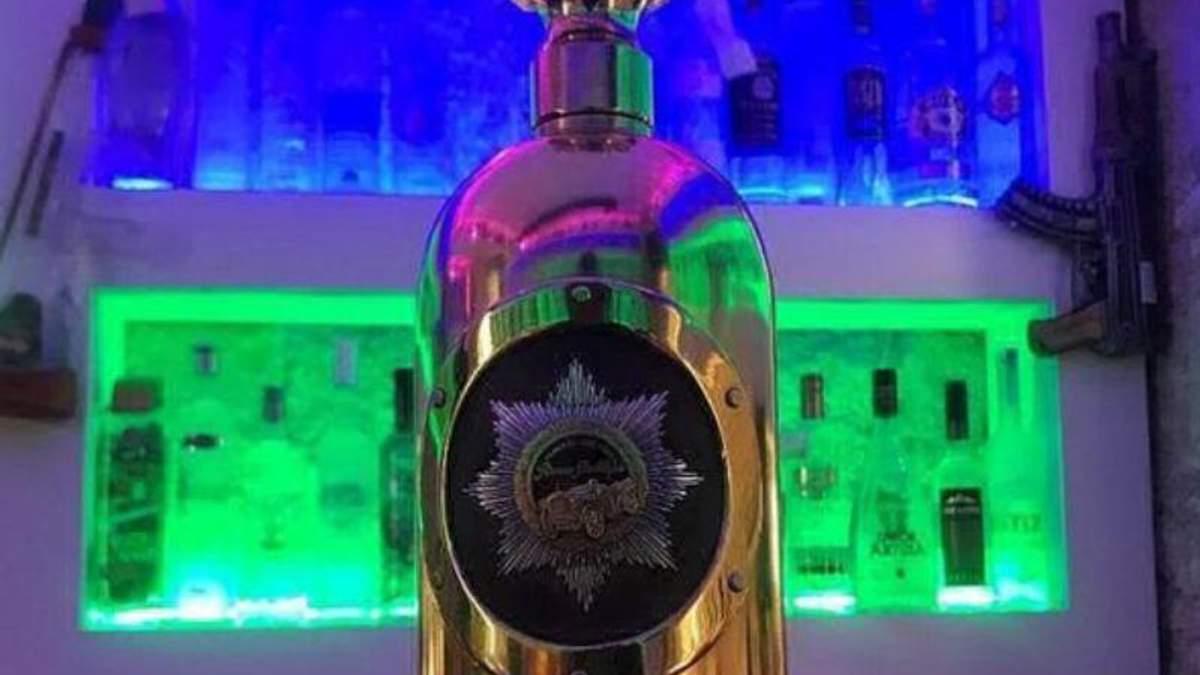 Пляшка горілки з золота і срібла