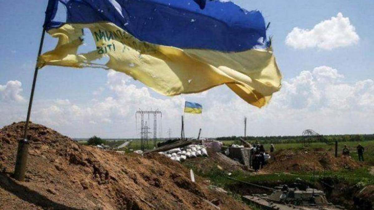 Вследствие обстрелов на Донбассе ранен один украинский военный, – Штаб АТО