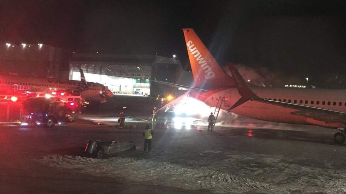 В аэропорту Канады столкнулись два самолета, один из них загорелся: фото и видео