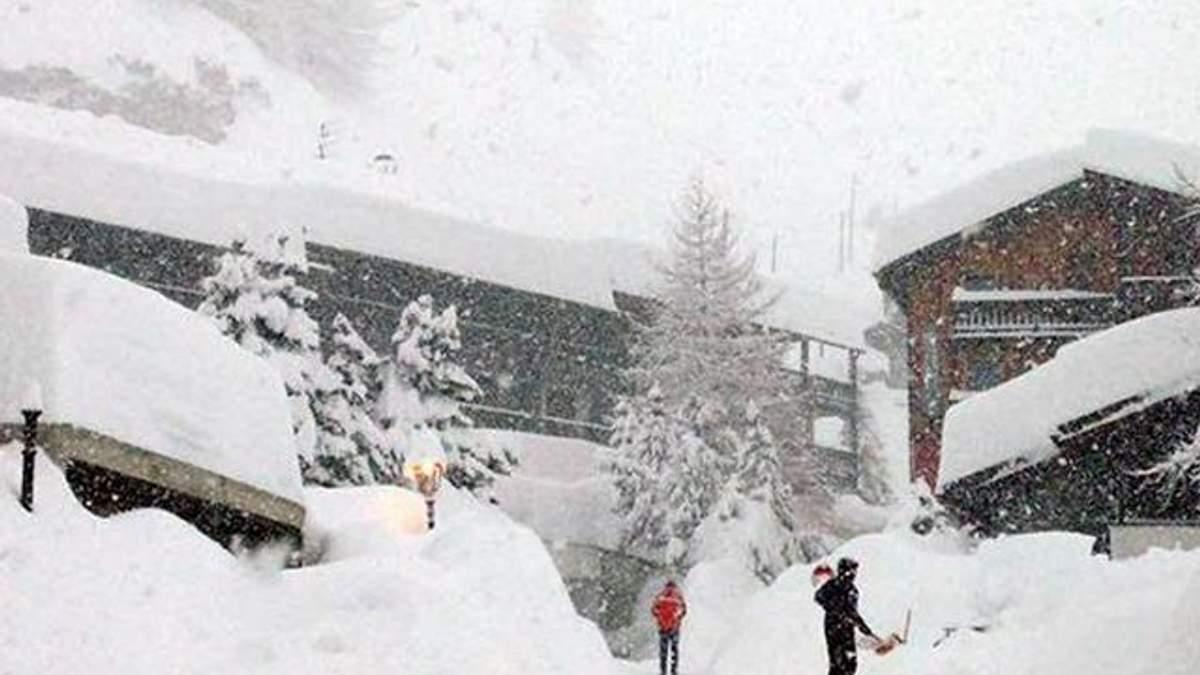 Мощные снегопады парализовали ряд горнолыжных курортов в Альпах