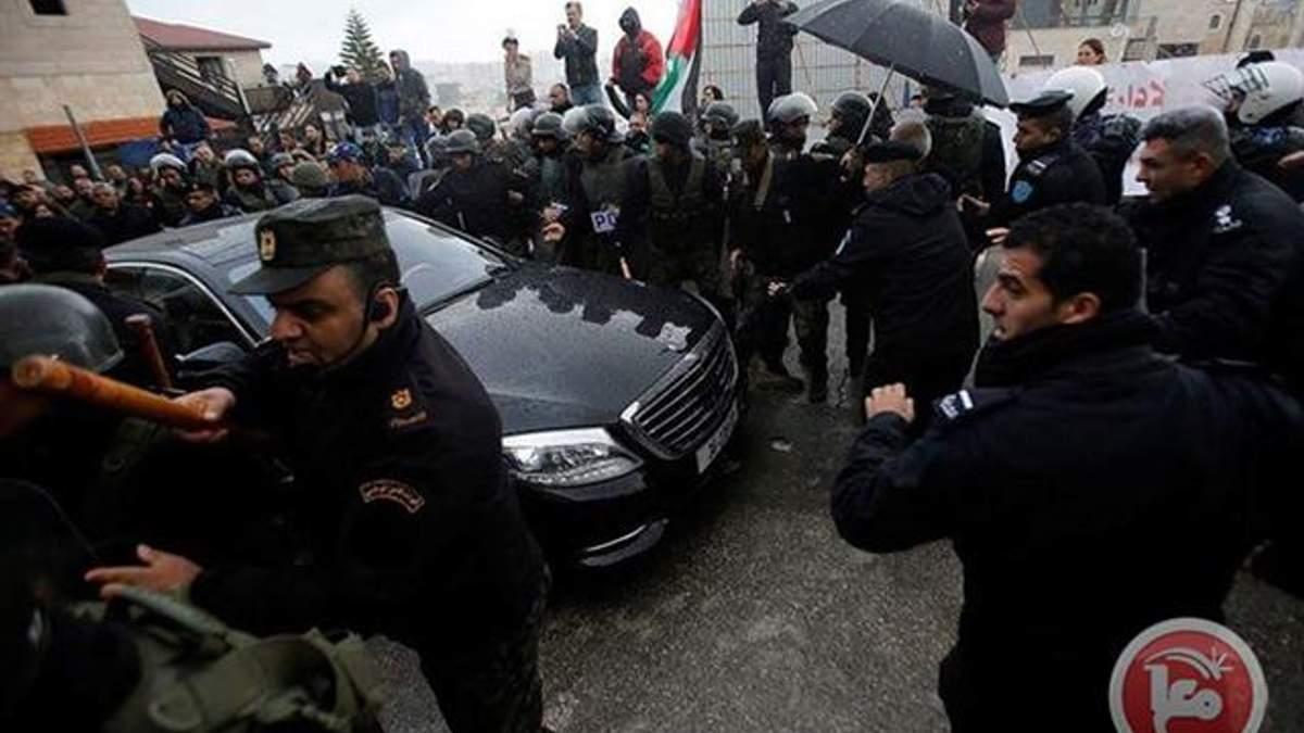 Нападение в Вифлееме на автомобиль патриарха Иерусалимского Феофила III