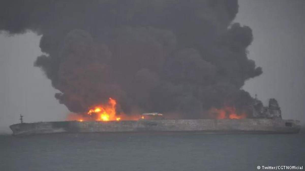 Біля берегів Китаю зіткнулися танкер і суховантаж: пропали 32 моряки