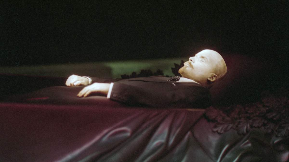 Кремлевский мертвец: Ленина похоронят в Мавзолее?