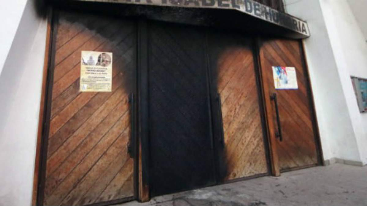 Невідомі зловмисники підірвали три католицькі церкви в Чилі перед приїздом Папи Римського