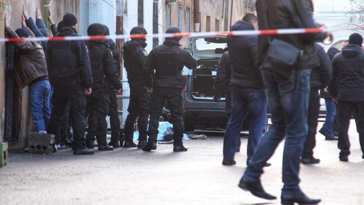 После стрельбы в Одессе полицейский скончался в больнице
