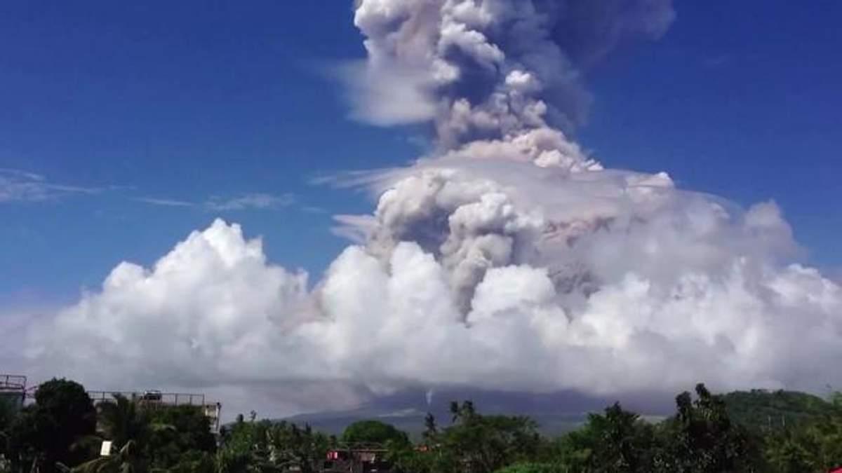 На Філіппінах сталося виверження вулкана Майон