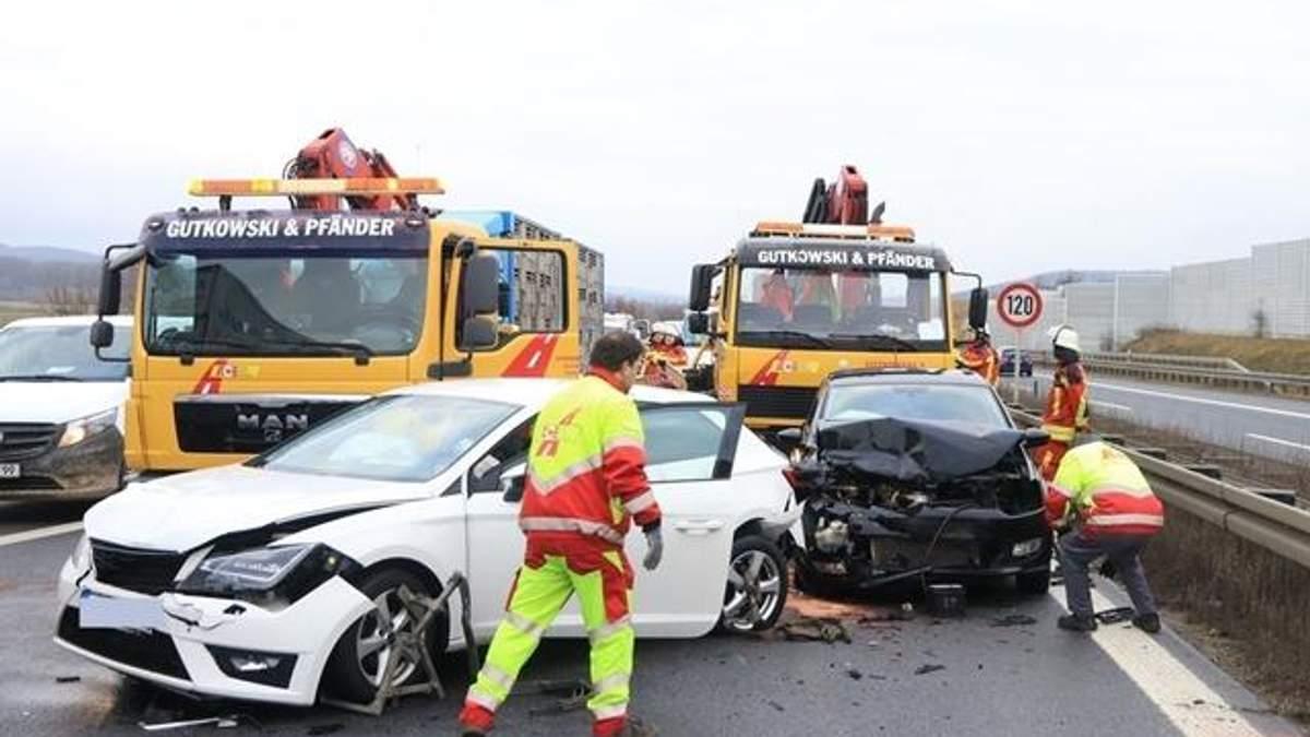 В Германии произошла масштабная авария: столкнулись 17 авто: фото