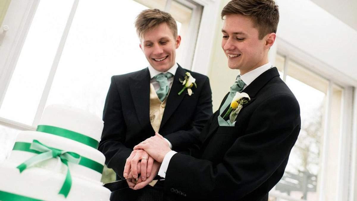 У Росії вперше визнали одностатевий шлюб між чоловіками