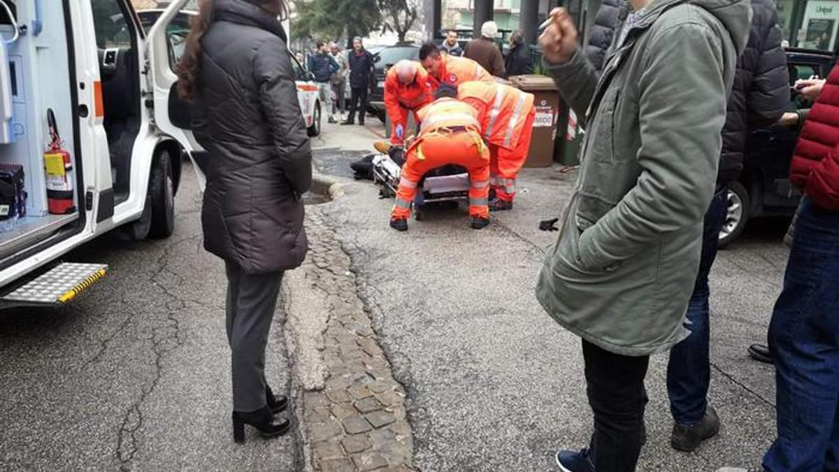 В італійському місті Мачерата невідомі відкрили вогонь з автомобіля по перехожих