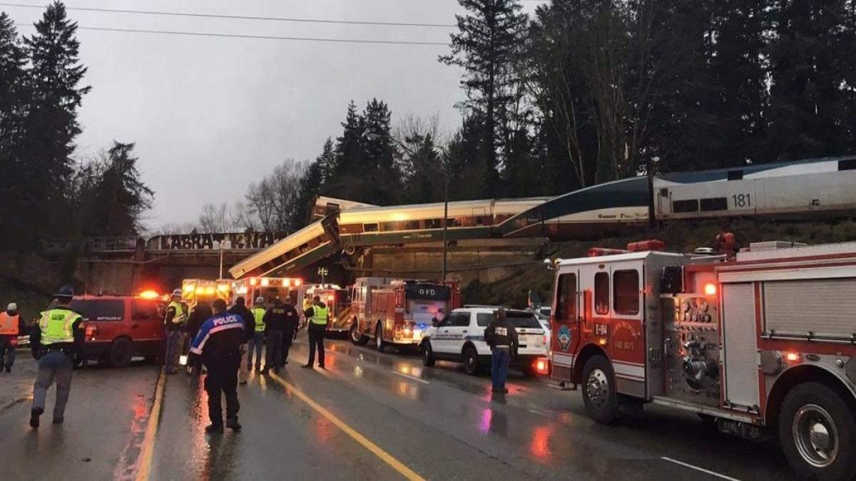 Появилось первое видео с места смертельной аварии поездов в США