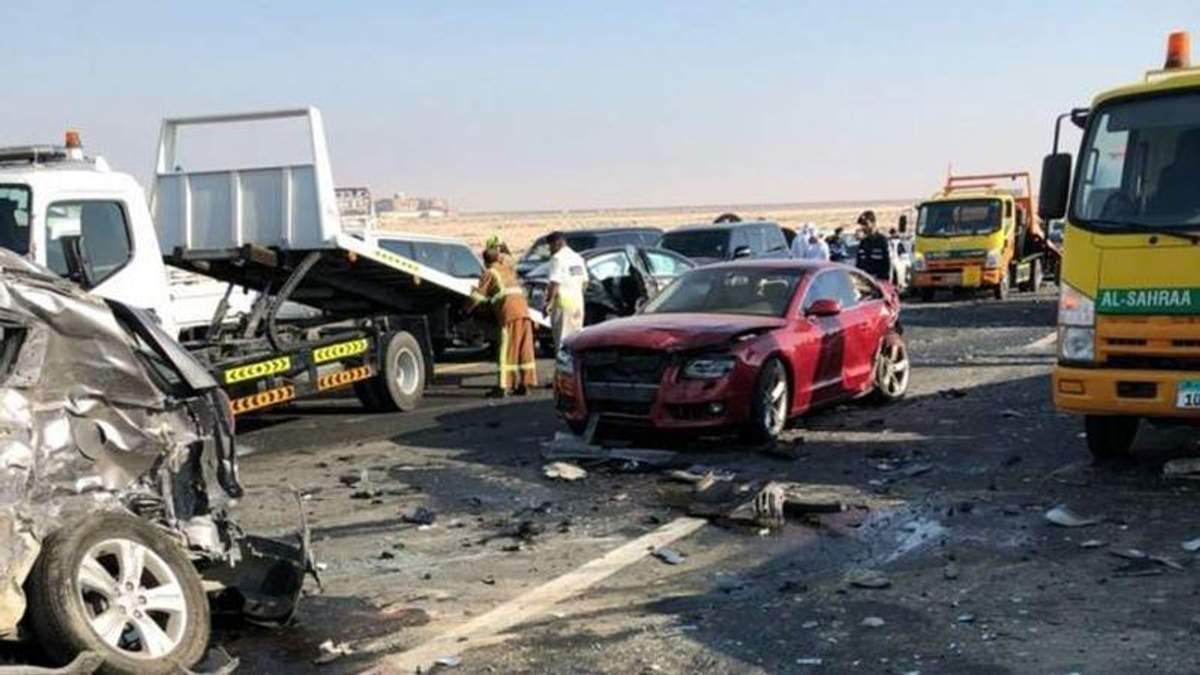 В Арабских Эмиратах на дороге столкнулись почти 50 машин: фото, видео