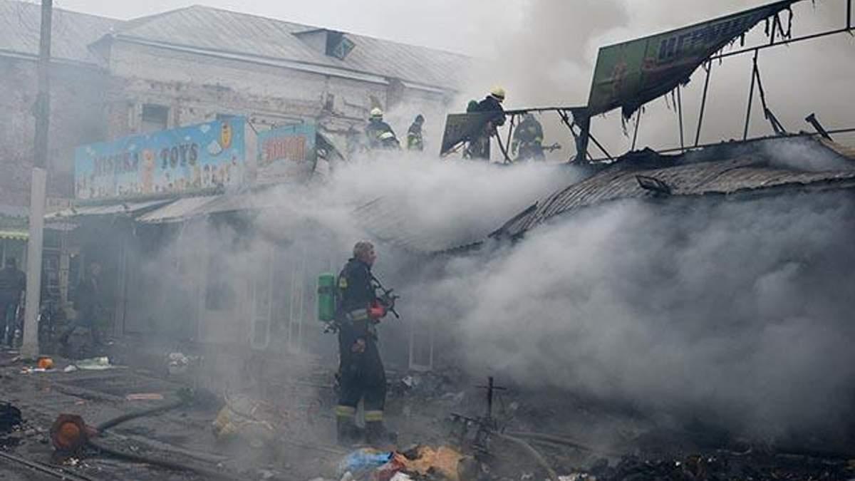 Крупный пожар вспыхнул в киосках Днепра: фото и ведео с места происшествия