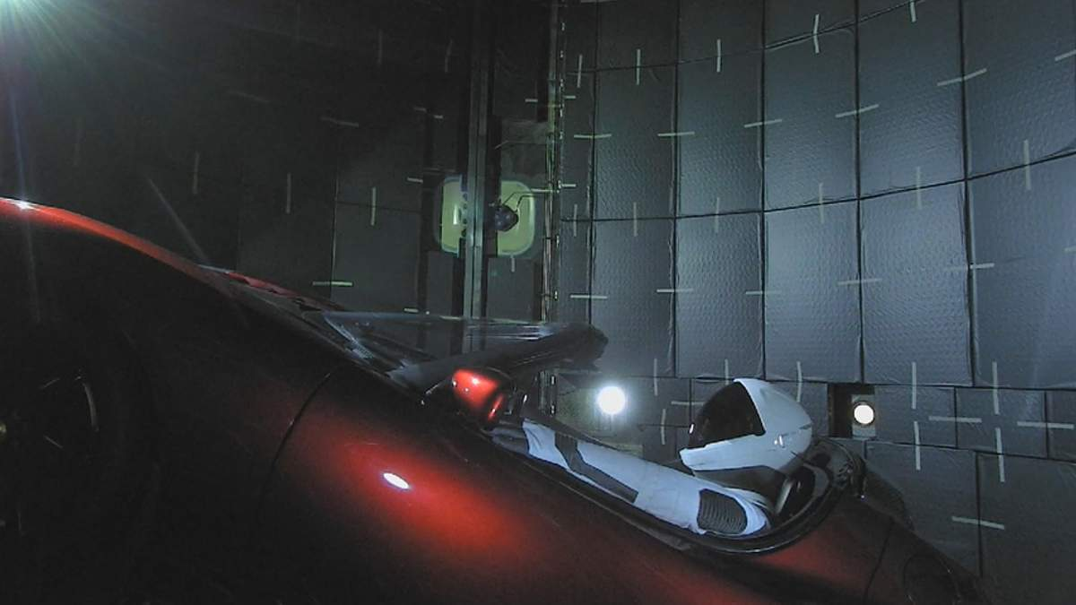 SpaceX запустила ракету Falcon Heavу з Tesla на борту
