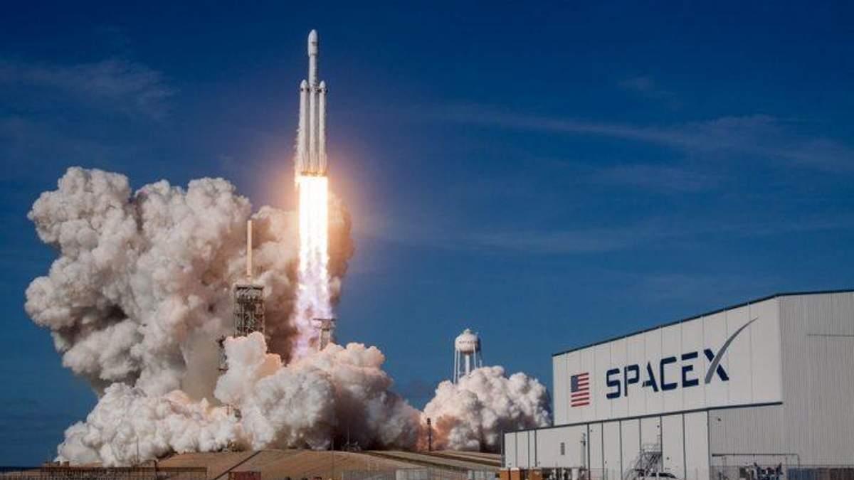 """""""Роскосмосу"""" буде важко наздогнати успіх SpaceX після запуску Falcon Heavу"""