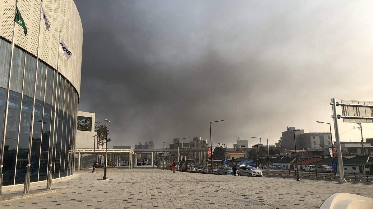 Возле олимпийской деревни большой пожар: появились фото