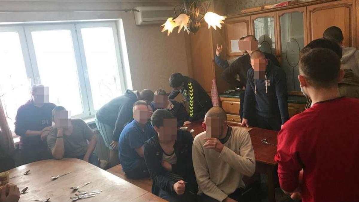 """В Одессе людей """"лечили"""" избиениями и голодом"""