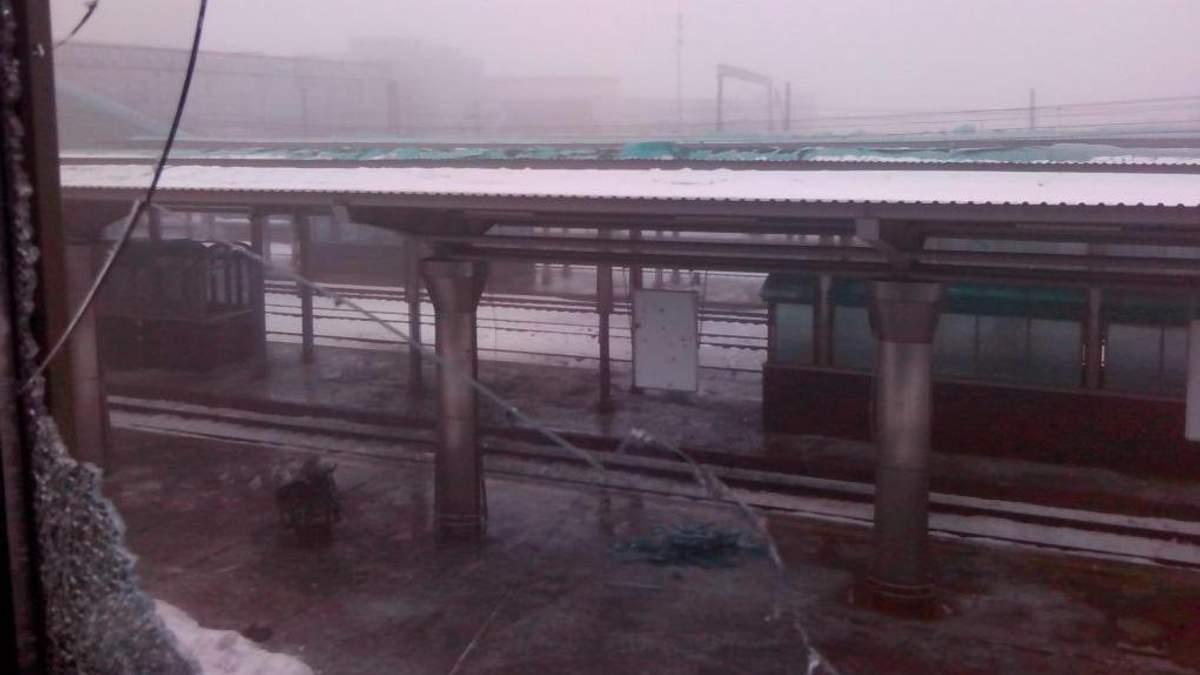 У мережі показали фото зруйнованого вокзалу в Донецьку