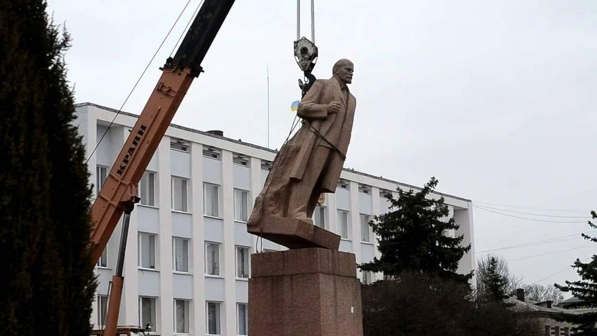 Декоммунизация в Украине фактически завершена, – Вятрович