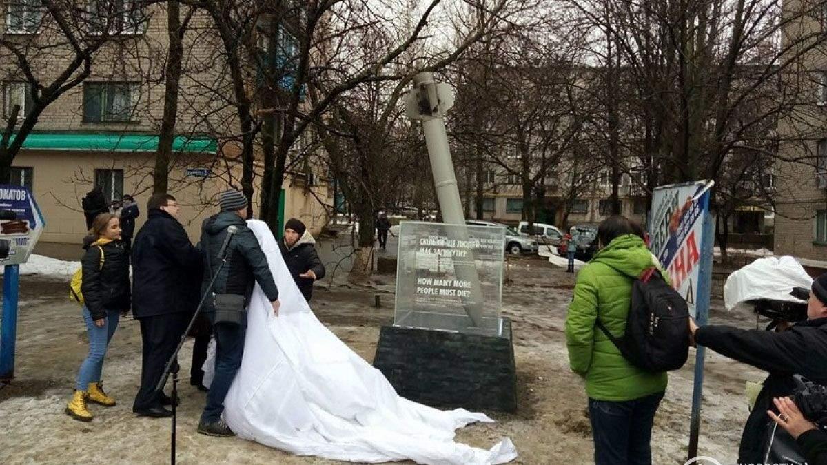 В Краматорске открыли памятный знак погибшим в результате обстрелов