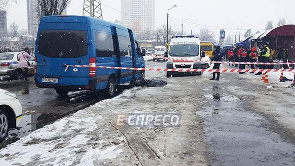 В очереди на маршрутку в Киеве мужчина убил другого мужчину: фото 18+