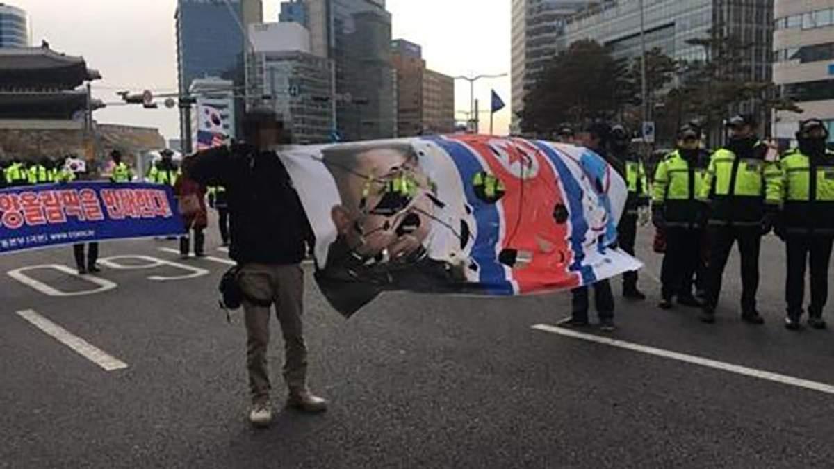 Несмотря на Олимпиаду и улучшение взаимоотношений, в Южной Корее хотели сжечь флаг КНДР