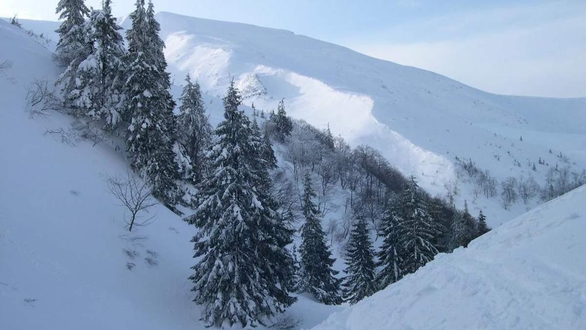 Спасатели предупреждают о лавинах в горах Ивано-Франковской области