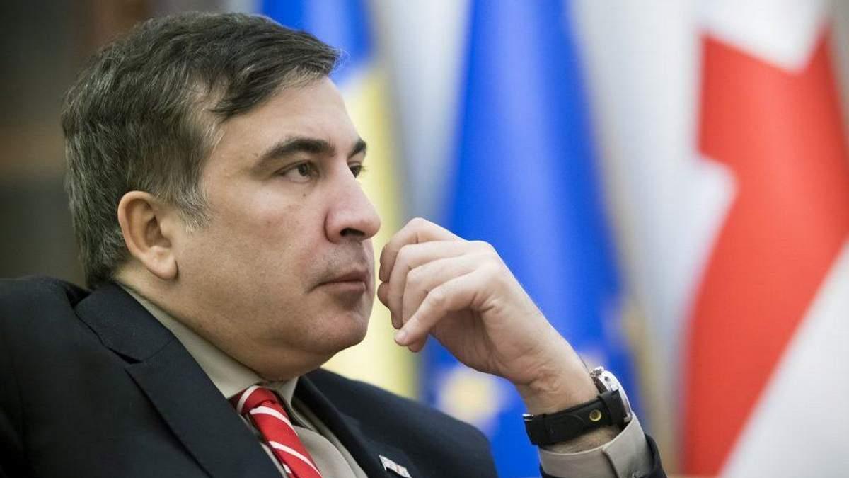 Украинские власти ограничились полумерами, – Le Monde о выдворении Саакашвили