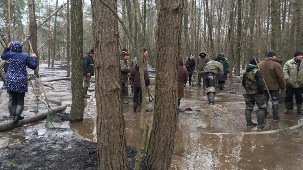 На Рівненщині 200 бурштинокопачів напали на правоохоронців