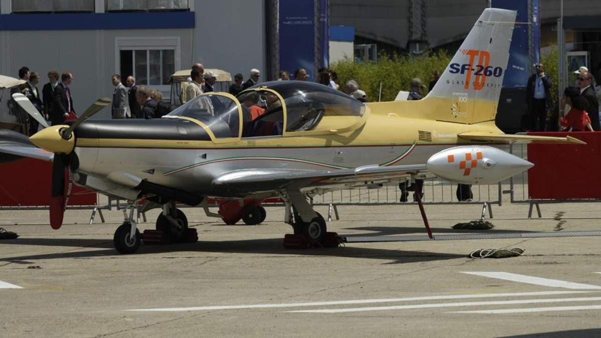 Навчальний літак SF-260D