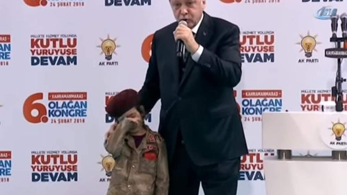 Эрдоган дал жуткое обещание девочке, которая плакала во время его выступления