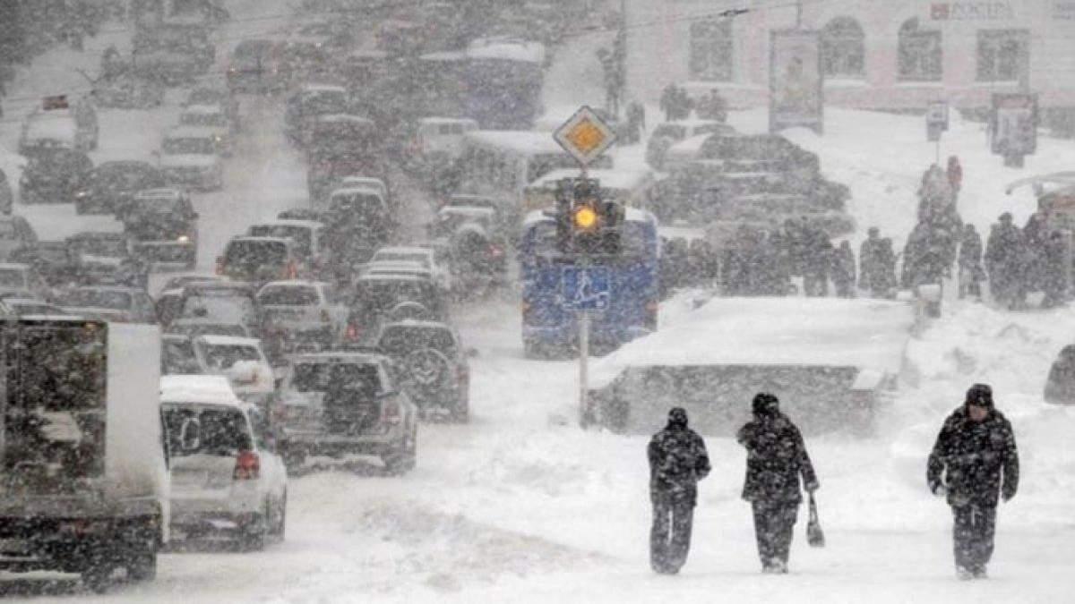 Как со снегопадом борются в городах США и в Киеве: поразительная разница