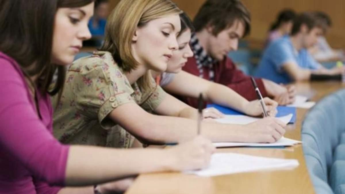 Навчання у ВНЗ та школах пропонують призупинити до вівторка, 6 березня