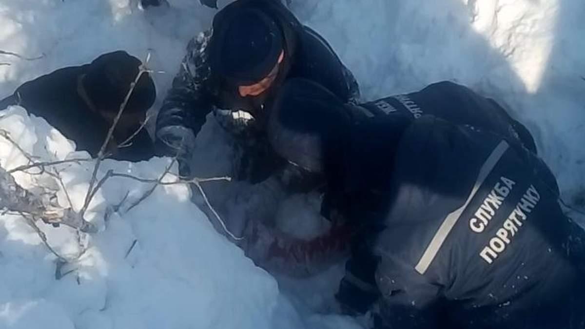 На Харьковщине девочка попала под двухметровый слой снега