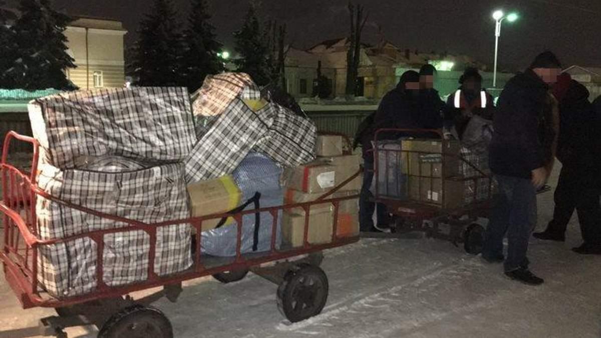 Викрито групу зловмисників, які переправляли антиукраїнські книги через кордон
