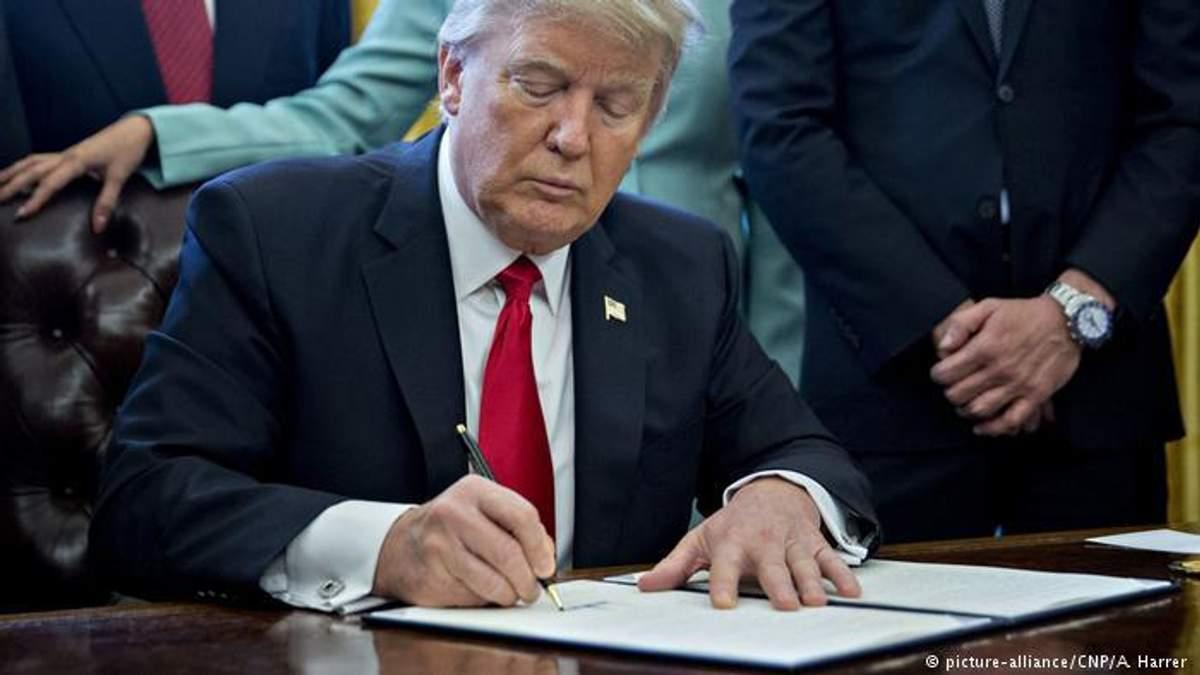 США продовжили санкції проти Росії ще на рік