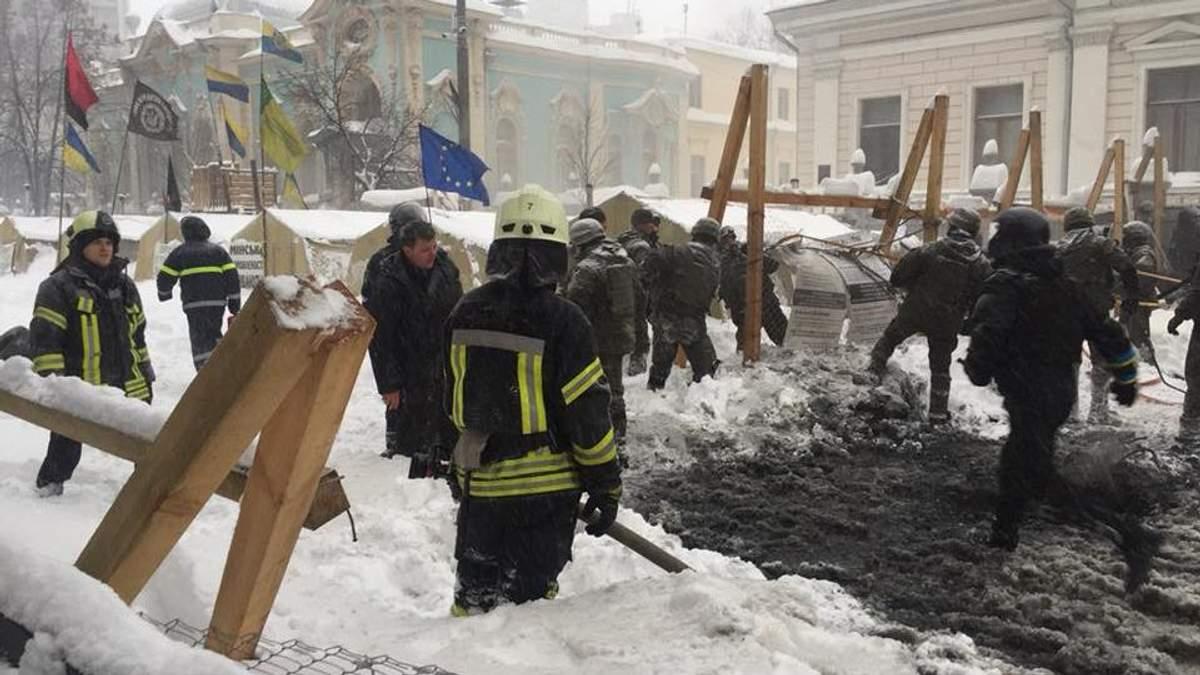 Наметовий табір на Грушевського розтрощено спецпризначенцями, – Соболєв
