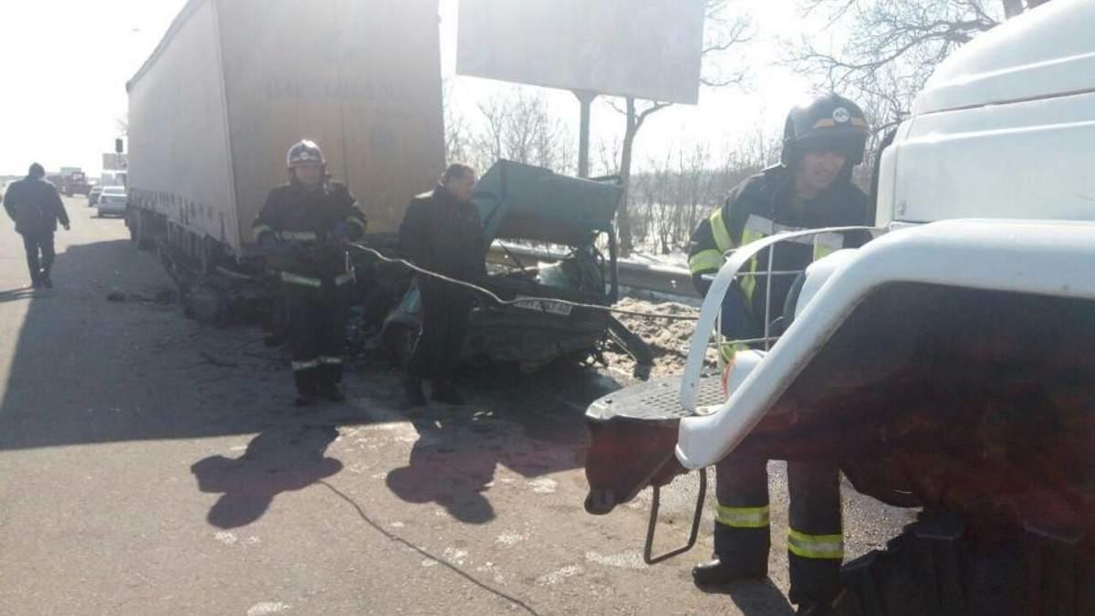 Под Одессой легковушка попала в смертельное ДТП: жуткие фото