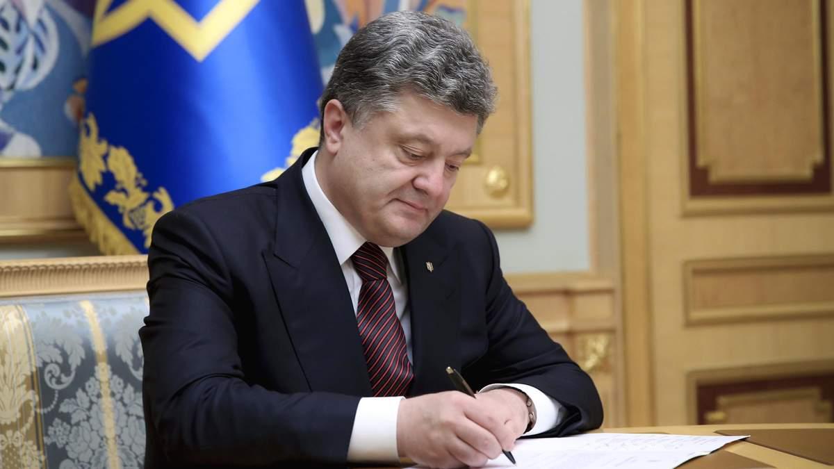 Порошенко підписав закон про кримінальну відповідальність за сприяння самогубству
