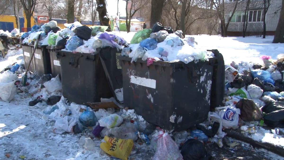 На порозі екологічної катастрофи: у Черкасах майже тиждень не вивозять сміття