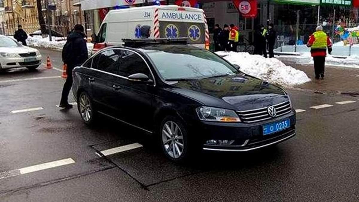 Автомобиль Порошенко сбил человека в Киева: видео ДТП