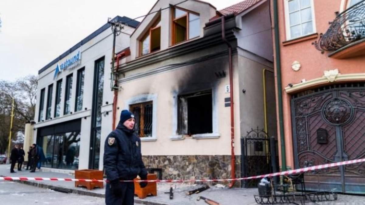Підпал Товариства угорців в Ужгороді: двом підозрюваним обрали запобіжний захід