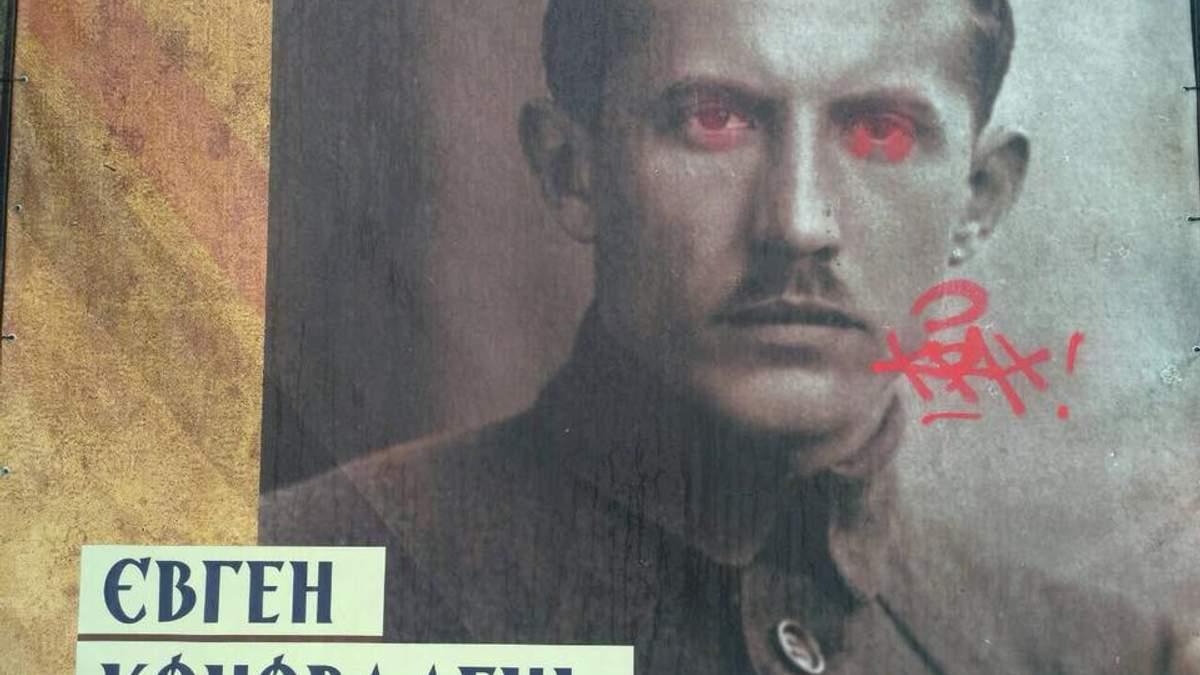 """На Крещатике вандалы уничтожили выставку """"Украинская революция"""""""