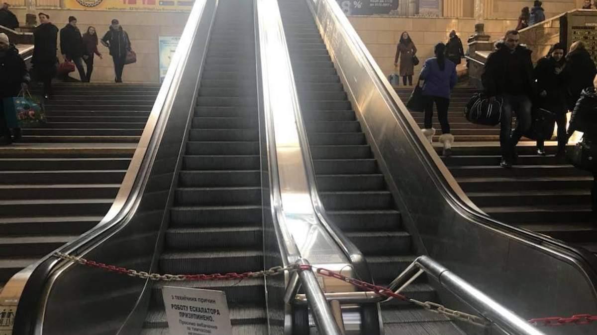 Этот эскалатор является символом наших реформ: вроде делают, а на самом деле – нет