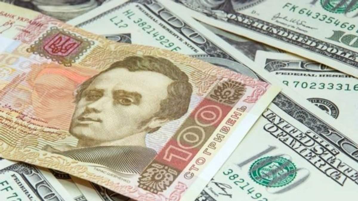 Чому падає курс долара