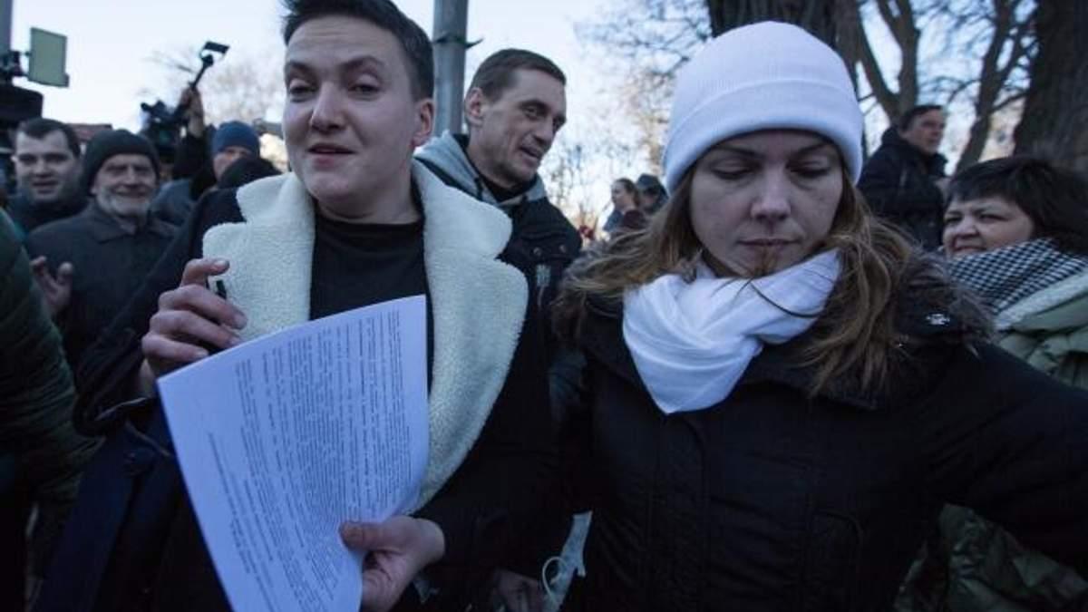 Надія зранку зібрала речі, необхідні у в'язниці, – Віра Савченко