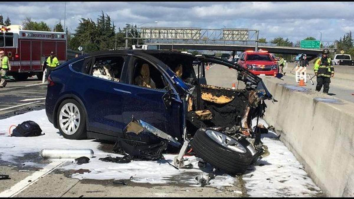 Tesla попала в жуткое ДТП в Калифорнии