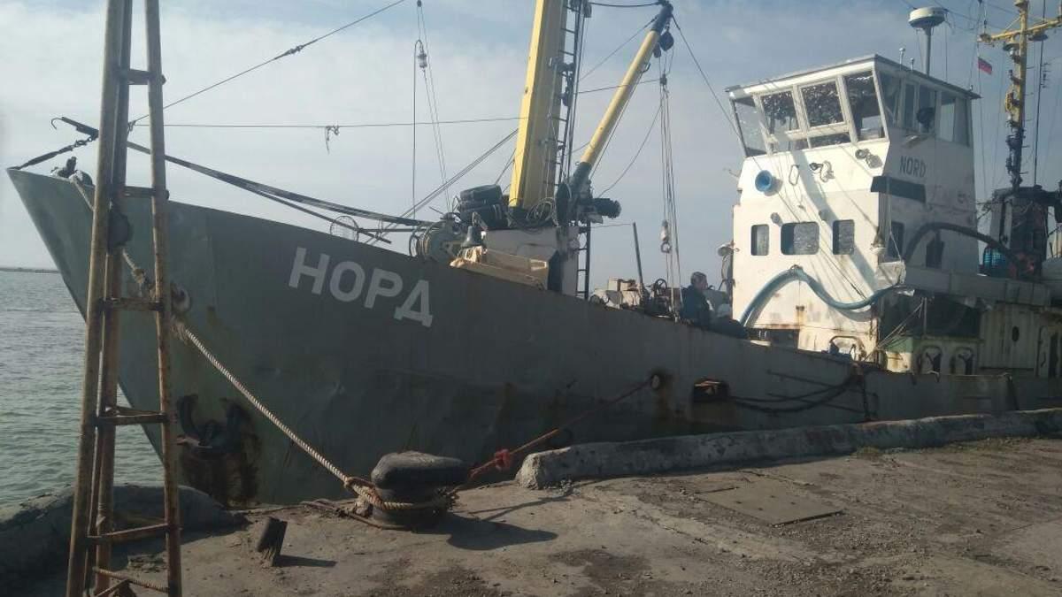 Українські прикордонники затримали судно з Криму під російським прапором в Азовському морі