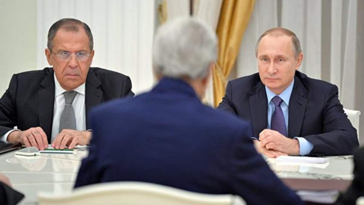 Выдворение российских дипломатов: в Кремле начали принимать меры
