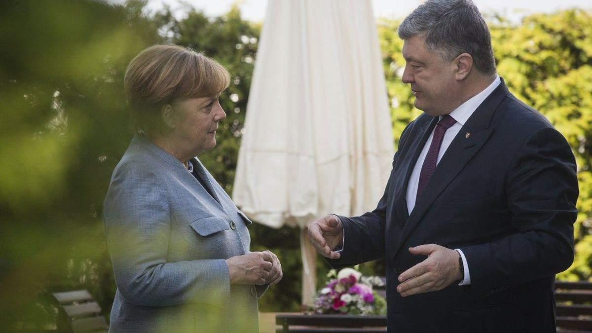 Маємо підтримувати Україну в політичному сенсі, – Меркель після зустрічі з Порошенком