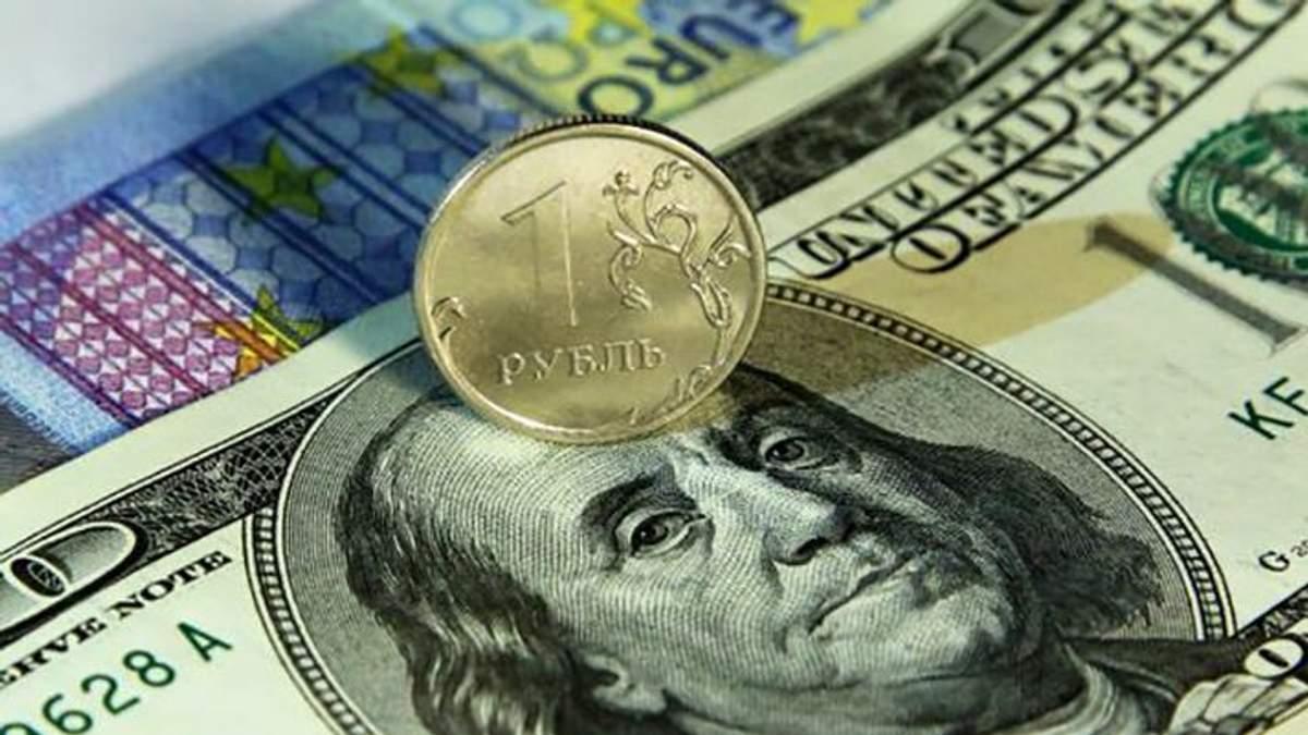 Російський рубль продовжує падати третій день